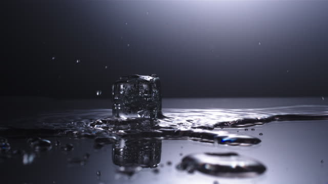 vidéos et rushes de cu slo mo ice falling  / united kingdom - glaçon