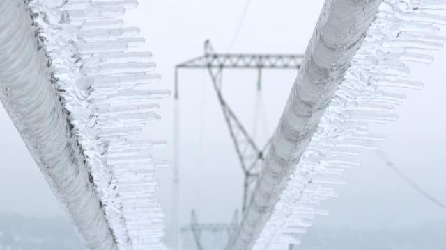 stockvideo's en b-roll-footage met ice glaze on power lines - extreem weer