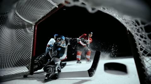 vídeos y material grabado en eventos de stock de slo mo ice hockey player scoring a goal - portería artículos deportivos