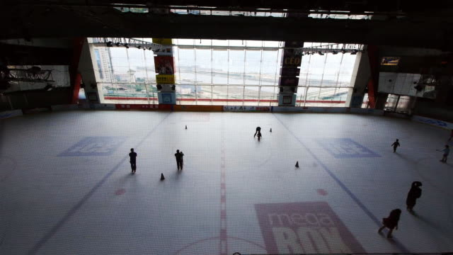 ice rink in mega box shopping mall, hong kong. - spoonfilm stock-videos und b-roll-filmmaterial