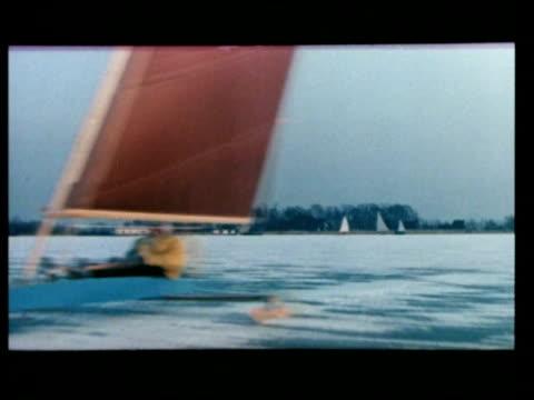 vídeos de stock, filmes e b-roll de ice sailing in winter / netherlands - 50 segundos ou mais