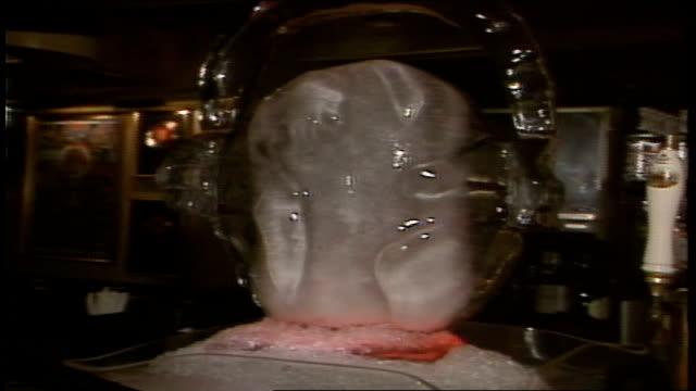 vídeos de stock e filmes b-roll de ice sculpture of walkman with headphones - sony