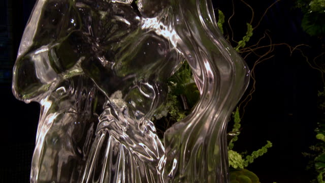 TILT UP CU Ice sculpture of wedding couple