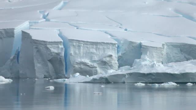 Ice shelf/glacier edge wider, Antarctica