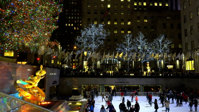 ice skating and looking at the rockefeller center christmas tree are a very popular tourist attraction / rockefeller center plaza, midtown manhattan,... - rockefeller center christmas tree stock videos & royalty-free footage