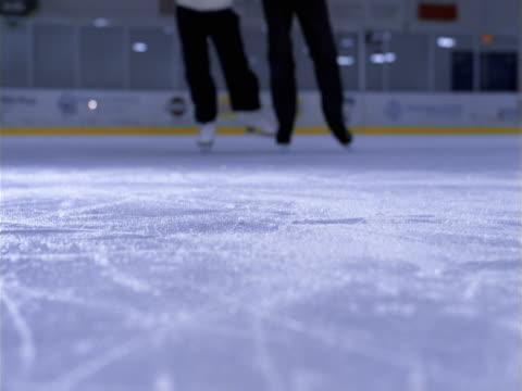 stockvideo's en b-roll-footage met ice skating seniors - artbeats