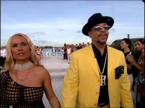 vídeos de stock, filmes e b-roll de ice t and coco austin arriving at the 2005 mtv video music awards red carpet coco is wearing a see through dress - 2005