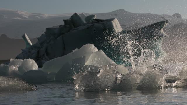 vídeos y material grabado en eventos de stock de colapso de iceberg - colapsar