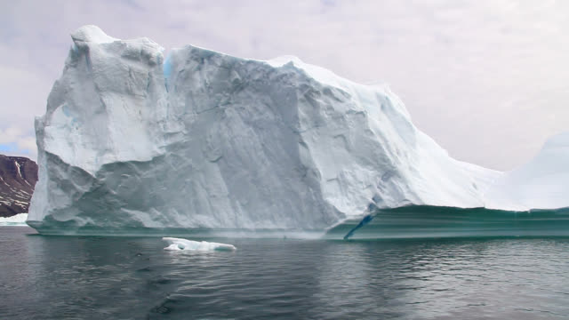 """iceberg, greenland"" - polarklima stock-videos und b-roll-filmmaterial"