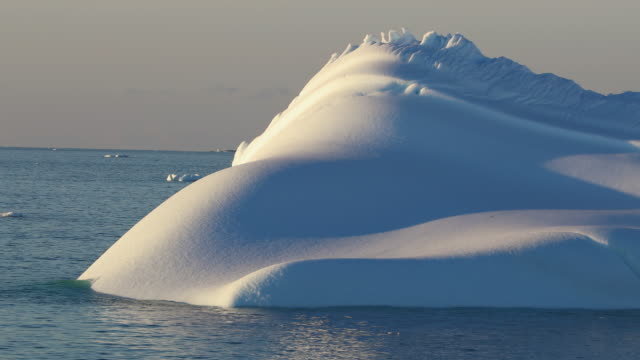 iceberg in evening light, antarctica - antarctica sunset stock videos & royalty-free footage