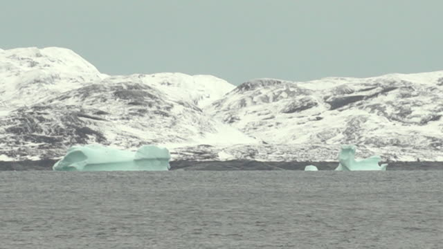 icebergs and snow covered mountains off the coast of nuuk greenland - iceberg ice formation stock videos & royalty-free footage