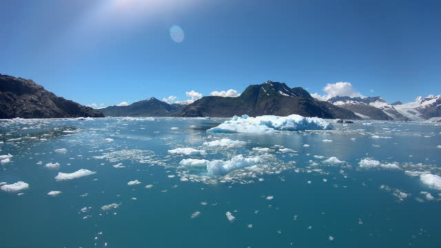 pov of icebergs floating alaskan mountain range usa - pacific war stock-videos und b-roll-filmmaterial