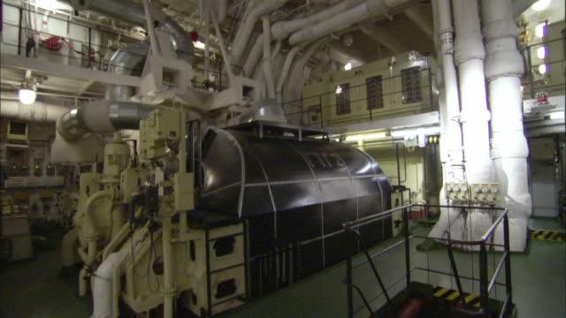 stockvideo's en b-roll-footage met tu, la, pan, icebreaker turbine room, russia - machinekamer