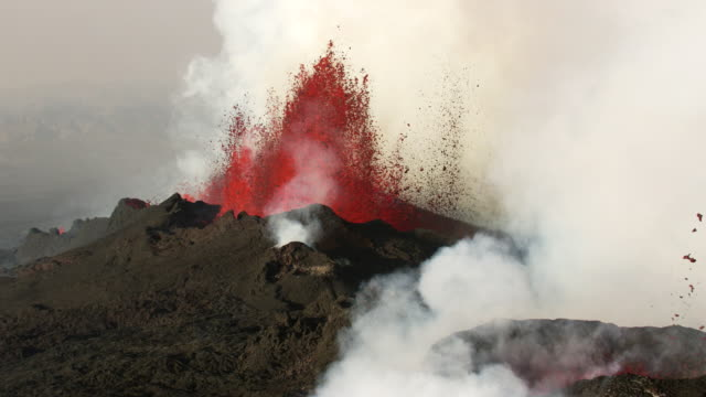 iceland : eruption of bardarbunga volcano - lava stock-videos und b-roll-filmmaterial
