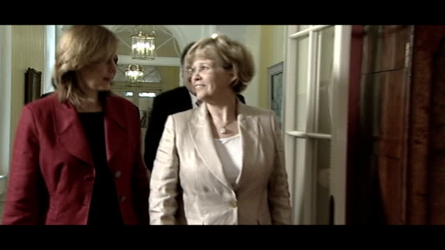 iceland financial crisis: political row; 24.4.2008 england: london: int gordon brown mp and iceland prime minister geir haarde along with wives and... - prime minister stock videos & royalty-free footage
