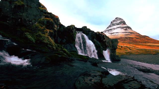 vídeos y material grabado en eventos de stock de islandia paisaje kirkjufell volcán - volcán extinguido