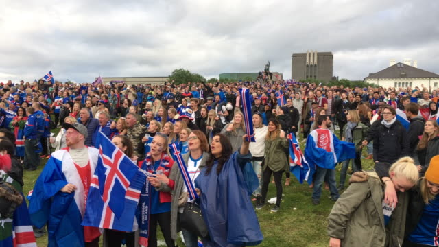 vídeos de stock, filmes e b-roll de icelanders singing after the iceland national soccer team won - 2016