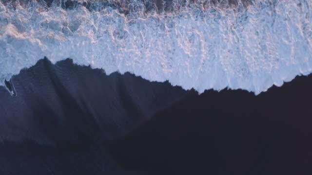 vidéos et rushes de islandais plage de sable noir - islande