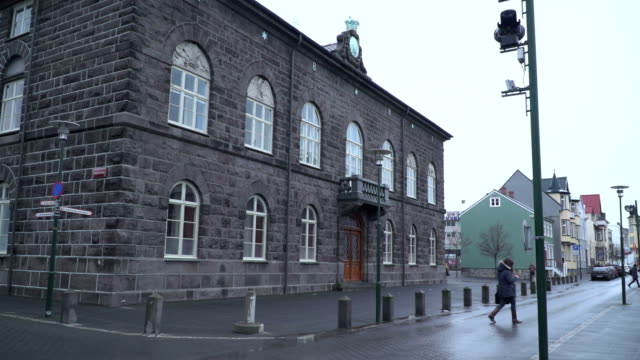 icelandic paliament building in reykjavik - governo video stock e b–roll