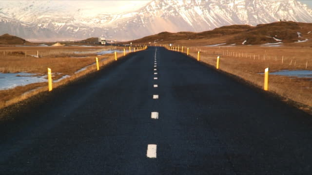 ws zo icelandic ring road near jokulsarlon, snow capped mountains in background, iceland - peter snow stock videos & royalty-free footage