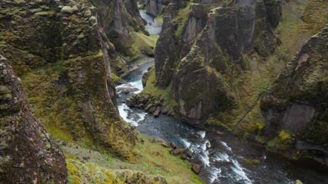 islands canyon fjadrargljufur, gesehen von der touristischen wanderweg - canyon stock-videos und b-roll-filmmaterial