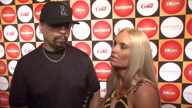 stockvideo's en b-roll-footage met ice-t and coco on what brings them out tonight, being big fans of entertainment weekly, looking forward to rihanna's performance, their absolute... - entertainment weekly