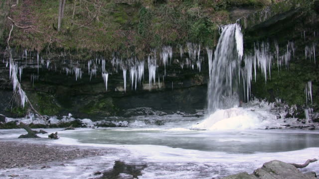Icicles hanging from the Sgwd Gwladys waterfall, on the Afon Pyrddin, Brecon Beacons National Park, Wales, UK