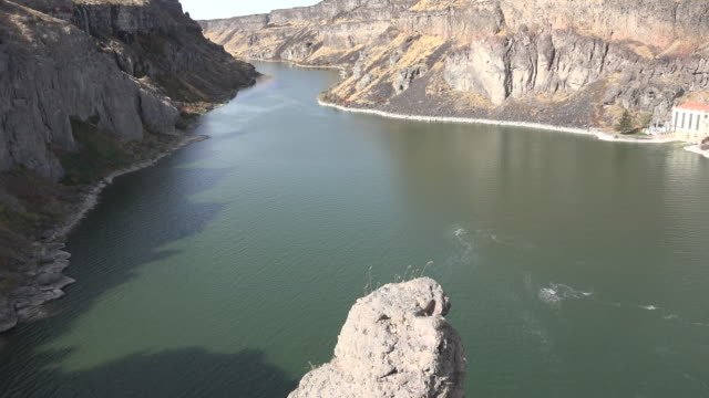 stockvideo's en b-roll-footage met idaho rock and view of snake river in canyon - snake river