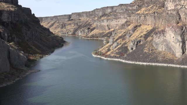idaho view of snake river canyon - スネーク川点の映像素材/bロール