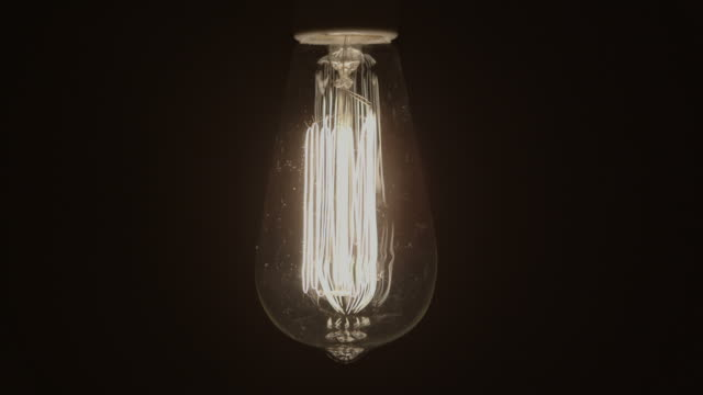 idea concept vintage light bulb turns on and off slowly - turning on or off stock videos & royalty-free footage