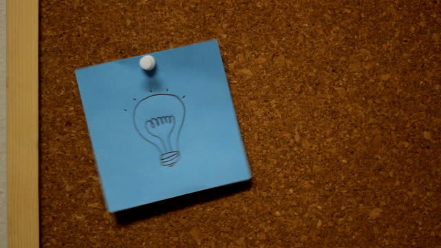 idea スピンをコルク掲示板 - 画鋲点の映像素材/bロール