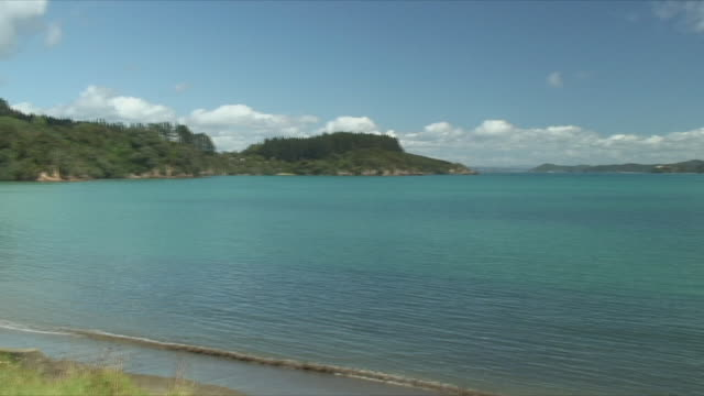 ws pan idyllic bay, bay of islands, new zealand - bay of islands new zealand stock videos & royalty-free footage