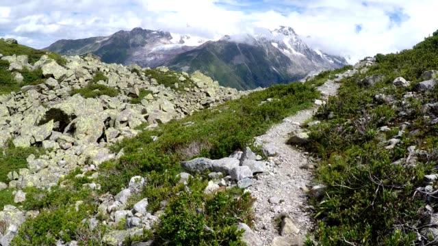 idyllic mountain hiking trail path in the french alps near chamonix - auvergne rhône alpes stock videos & royalty-free footage