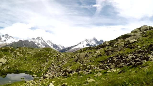 idyllic mountain lake hiking in the french alps in summer near chamonix, france - auvergne rhône alpes stock videos & royalty-free footage