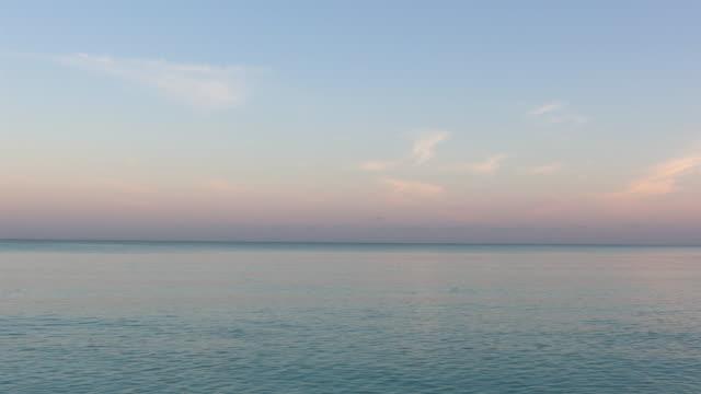 牧歌的な熱帯の砂浜、カヨ ・ ココ、キューバ - シネマグラフ点の映像素材/bロール