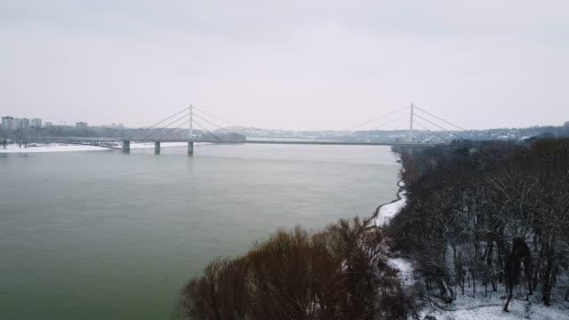 vídeos de stock e filmes b-roll de idyllic winter in nature - danube river in central europe - river danube
