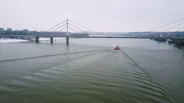 vídeos de stock e filmes b-roll de idyllic winter in nature - ship on the danube river - river danube