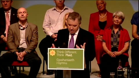 vídeos y material grabado en eventos de stock de ieuan wyn jones speech sot - it is a time to challenge and it is a time to lead, promise that plaid is blazing a trail towards a different politics... - tartán