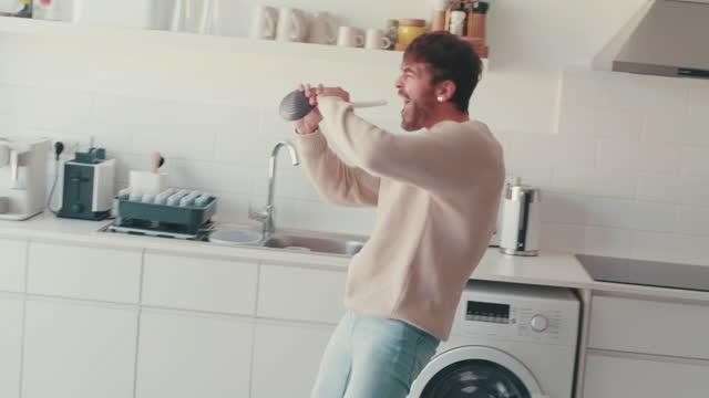 vidéos et rushes de si tu ne peux pas être fou à la maison, où peux-tu ? - glisser