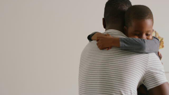 if you're happy and you know it hug your dad - genderblend video stock e b–roll
