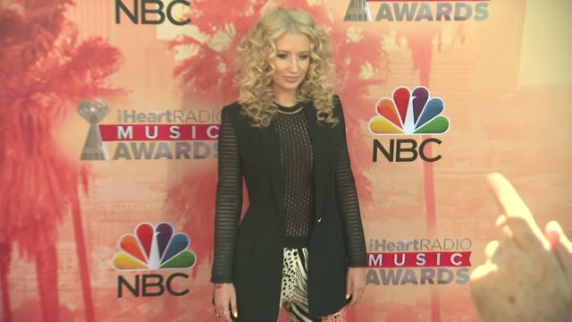 iggy azalea at the 2015 iheartradio music awards - red carpet arrivals at the shrine auditorium on march 29, 2015 in los angeles, california. - shrine auditorium stock videos & royalty-free footage