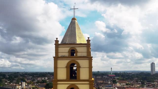 iglesia de nuestra señora de la soledad, camaguey, cuba - 社会史点の映像素材/bロール