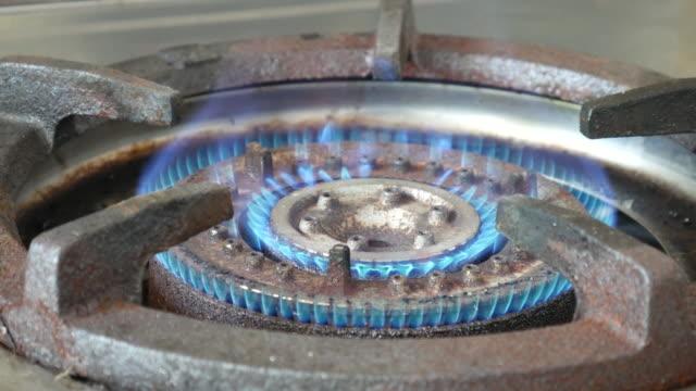 ガスストーブに点火 - ガスコンロ点の映像素材/bロール