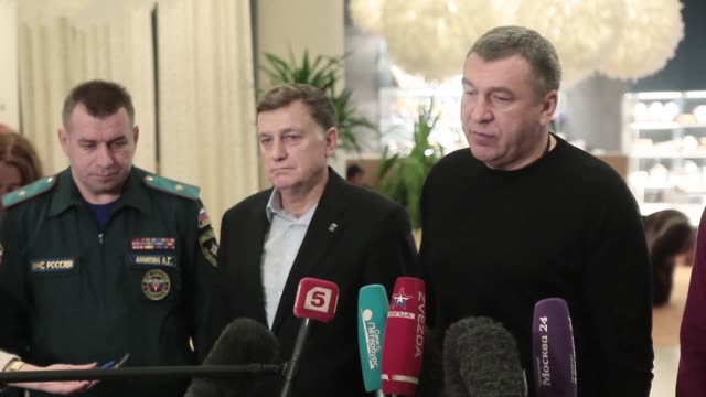 igor albin deputy governor of st petersburg tells reporters that 33 bodies of the victims of saturdays airbus a321 plane crash have been identified - kogalymavia flug 9268 stock-videos und b-roll-filmmaterial