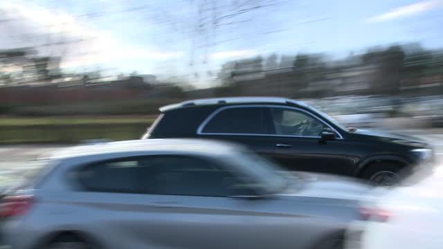 iker casillas arrives at the navarra clinic to pick up his wife, sara carbonero - サラ カルボネロ点の映像素材/bロール