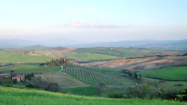 il belvedere in the val d'orcia, tuscany. - toscana bildbanksvideor och videomaterial från bakom kulisserna