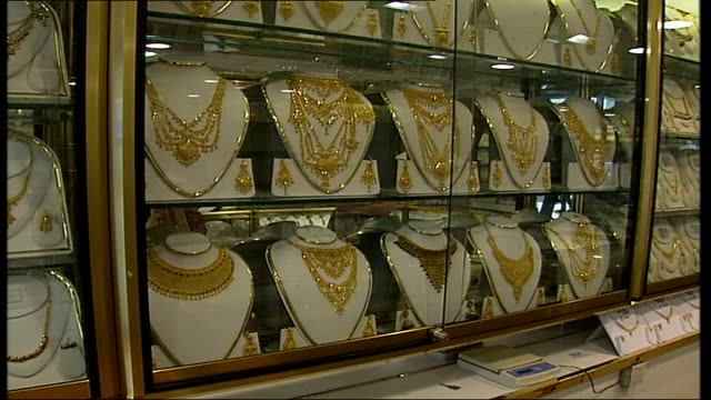 vídeos de stock, filmes e b-roll de ilford jewellery robber sentenced; int necklaces displayed in glass case in jewellery shop - ilford