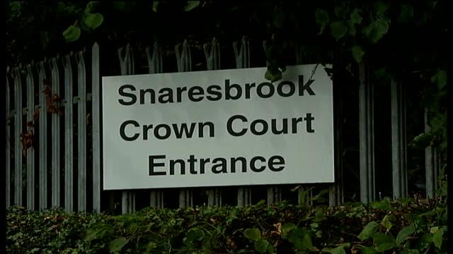 vídeos de stock, filmes e b-roll de ilford jewellery robber sentenced; sign near entrance for 'snaresbrook crown court' - ilford