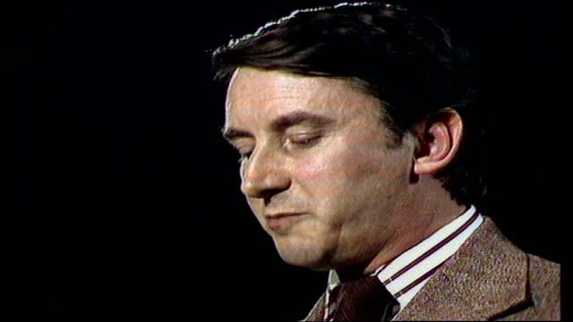 vídeos de stock, filmes e b-roll de london ilford north david steel sof 'it must always sloganising' video ob vtr archive tape 477 27278/nat - norte