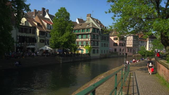 ill river and quai de la bruche, old town petite france, unesco world heritage site, strasbourg, alsace, france, europe - old town点の映像素材/bロール